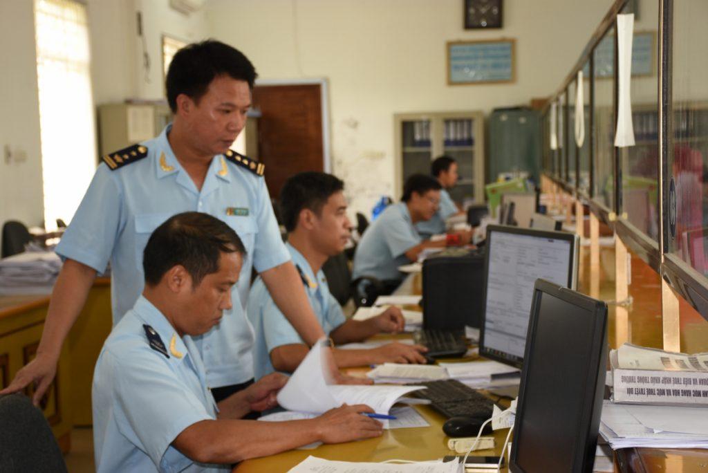 Sau khi nộp thuế, quy trình làm thủ tục hải quan nhập khẩu hoàn tất.