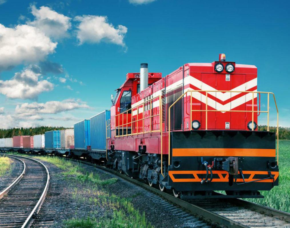 Đường sắt là hình thức vận tải hàng Bắc – Nam quan trọng.