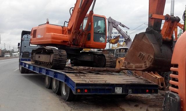 Mỗi loại máy công trình yêu cầu xe vận chuyển phù hợp