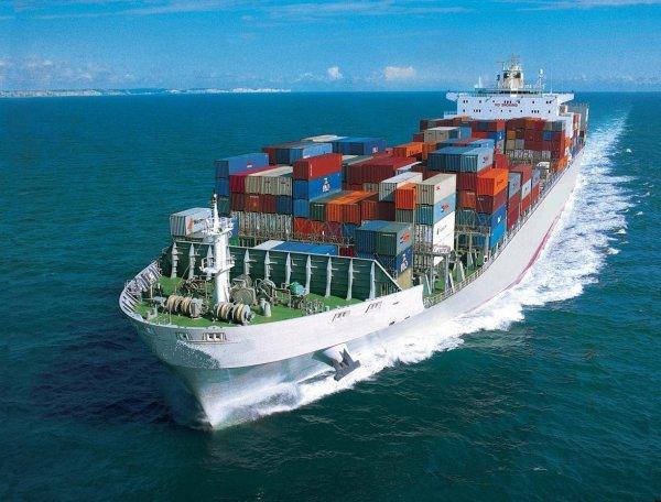Vận chuyển ô tô bằng tàu thủy lâu hơn nhưng an toàn hơn