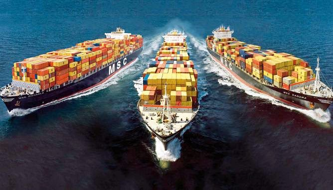 Khi bốc xếp Container vận tải cần chú ý cẩn thận