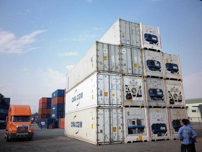 Đóng hàng hóa lạnh vào container cẩn thận, theo quy định