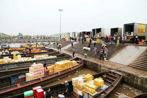 Cảng Móng Cái là một trong những điểm trung chuyển hàng hóa lớn nhất tại nước ta