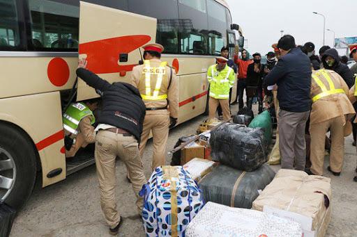 Hàng hóa bị thất lạc thường xuyên trên các xe chuyển hàng Sài Gòn – Đà Nẵng trong quá trình nhận hàng, giao hàng