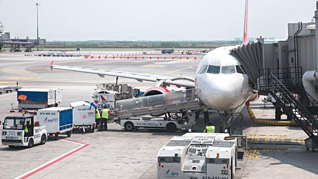 Gửi hàng đi Phú Quốc bằng máy bay giúp tiết kiệm thời gian cho khách hàng