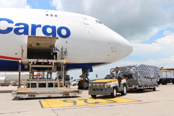 Đối với những đơn hàng cần chuyển gấp thường được ưu tiên sử dụng dịch vụ chuyển phát nhanh bay thẳng